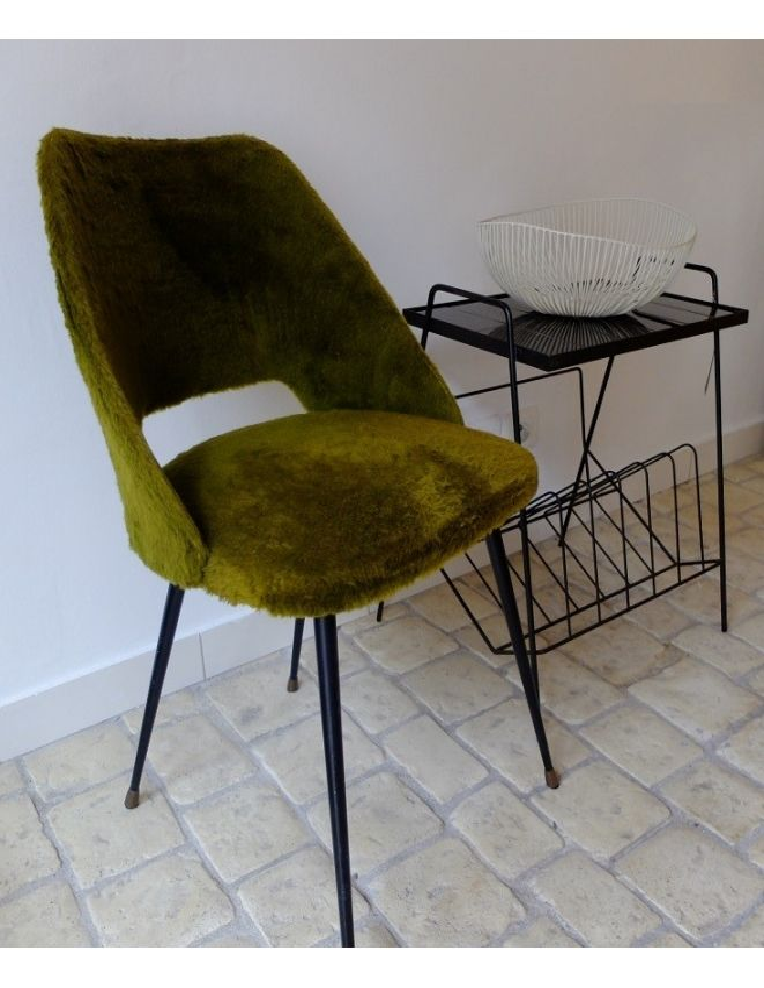 chaise en moumoute kaki. Black Bedroom Furniture Sets. Home Design Ideas